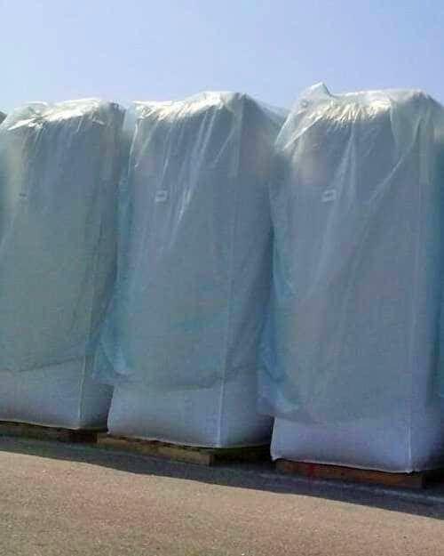Folienüberhauben auf drei Big Bags